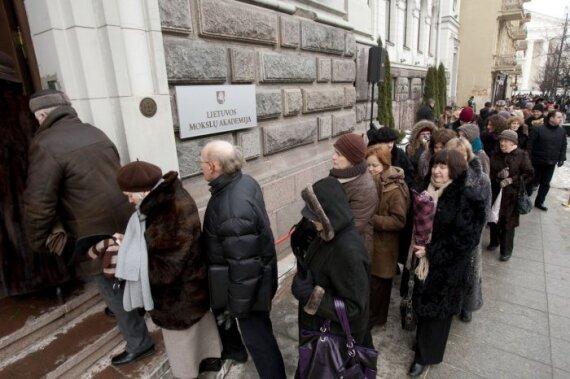 J.Marcinkevičiaus pagerbti – žmonių minia