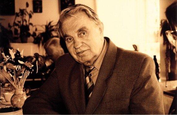 Sudaryta valstybinė komisija J.Marcinkevičiaus laidotuvėms