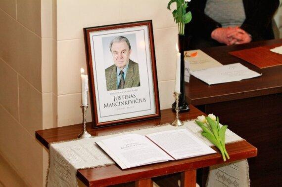 K.Saja: Lietuva dar nėra apkurtusi ir apakusi – ji gedi J. Marcinkevičiaus