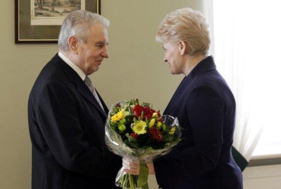 D.Grybauskaitė: apie J.Marcinkevičiaus įamžinimą galvoti dar anksti