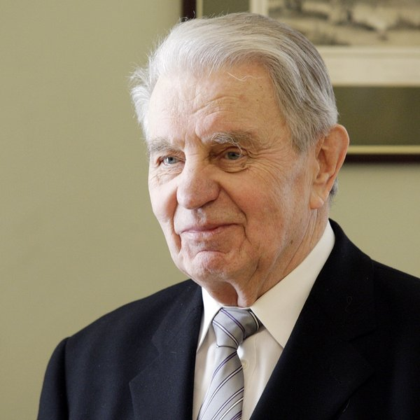 Mirė poetas J.Marcinkevičius Atnaujinta 21.43