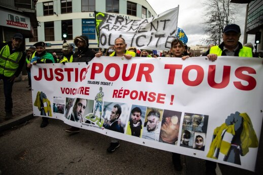 """Dėl """"geltonųjų liemenių"""" riaušių keičiamas Paryžiaus policijos viršininkas"""