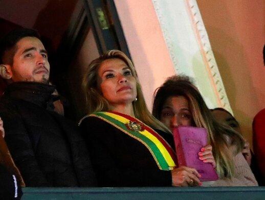JAV pripažino Jeanine Anez laikinąja Bolivijos prezidente