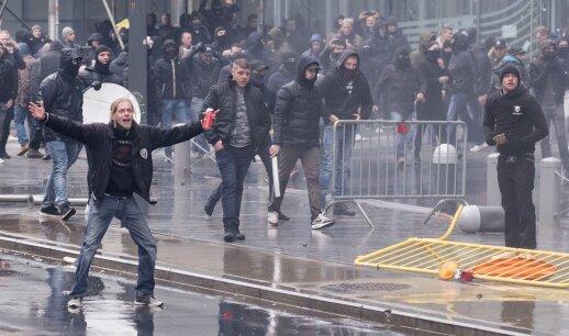 Chaosas Briuselyje: policija prieš protestuotojus panaudojo ašarines dujas