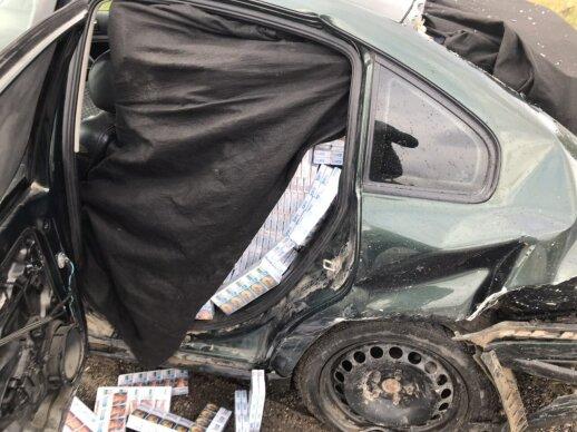 """Lazdijų rajone kontrabandininkų """"VW Passat"""" taranavo pareigūnų automobilius papildyta"""