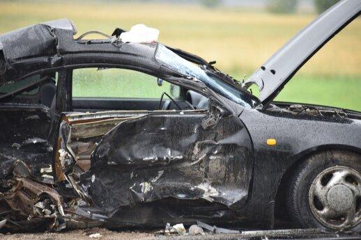 """Po avarijos Leipalingyje mikroautobusas atsidūrė griovy, """"Toyota"""" vairuotojas stipriai sužalotas papildyta"""