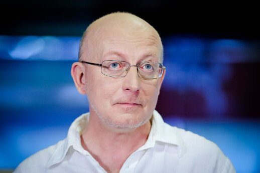 Arūnas Valinskas. Kaip nepartinis pas partines karves lakstė