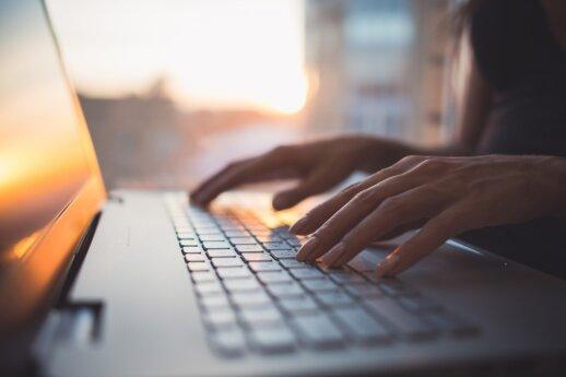 Melagingos naujienos kelia realų pavojų: stiprinama kova su dezinformacija internete