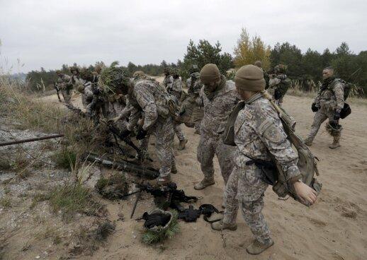 Latvijos kariuomenė iš JK gavo 107 šarvuočius