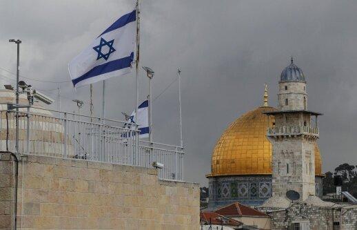 Jeruzalėje du peiliais ginkluoti palestiniečiai puolė policininkus, vienas nukautas