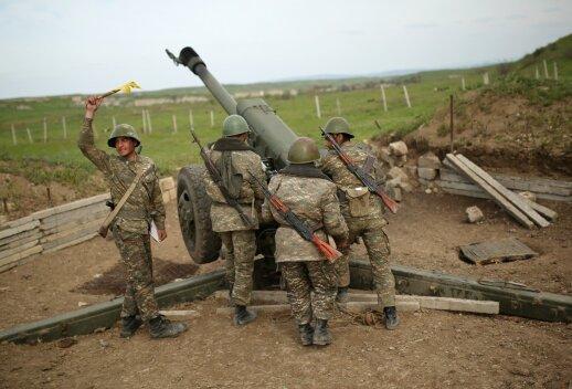 Kalnų Karabacho karinės pratybos kelia Azerbaidžano pasipiktinimą
