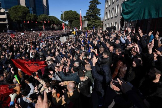 ES ir JAV ragina Albanijos opoziciją vengti smurto per protestus