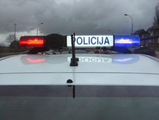 Anykščių rajone, ant kelio, rastas nužudyto jaunuolio kūnas