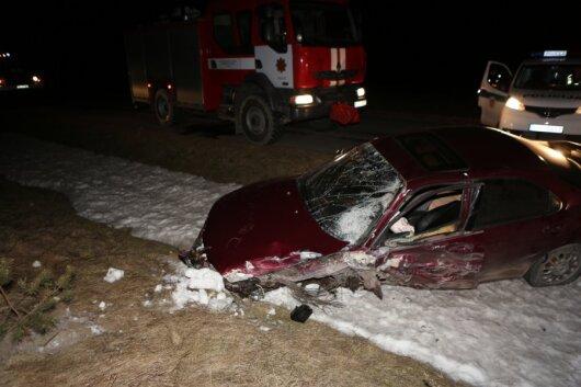 """Girtas vairuotojas su """"Mazda"""" per avariją apvertė į darbą važiavusio pasieniečio automobilį avarijos kaltininkui nustatytas 2,41 prom. girtumas"""