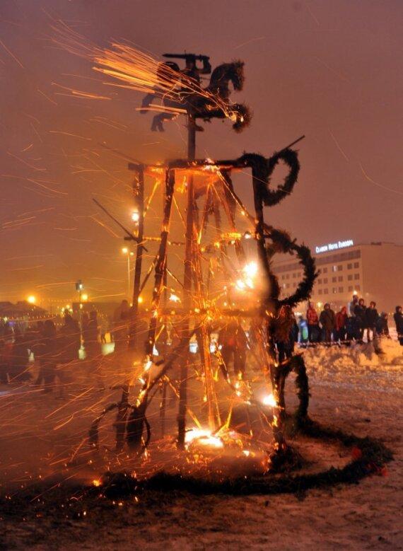 Ugnies skulptūrų festivalyje lietuviai laimėjo pirmą vietą - čia pateikiamas pusfinalio darbas, AFP/Scanpix